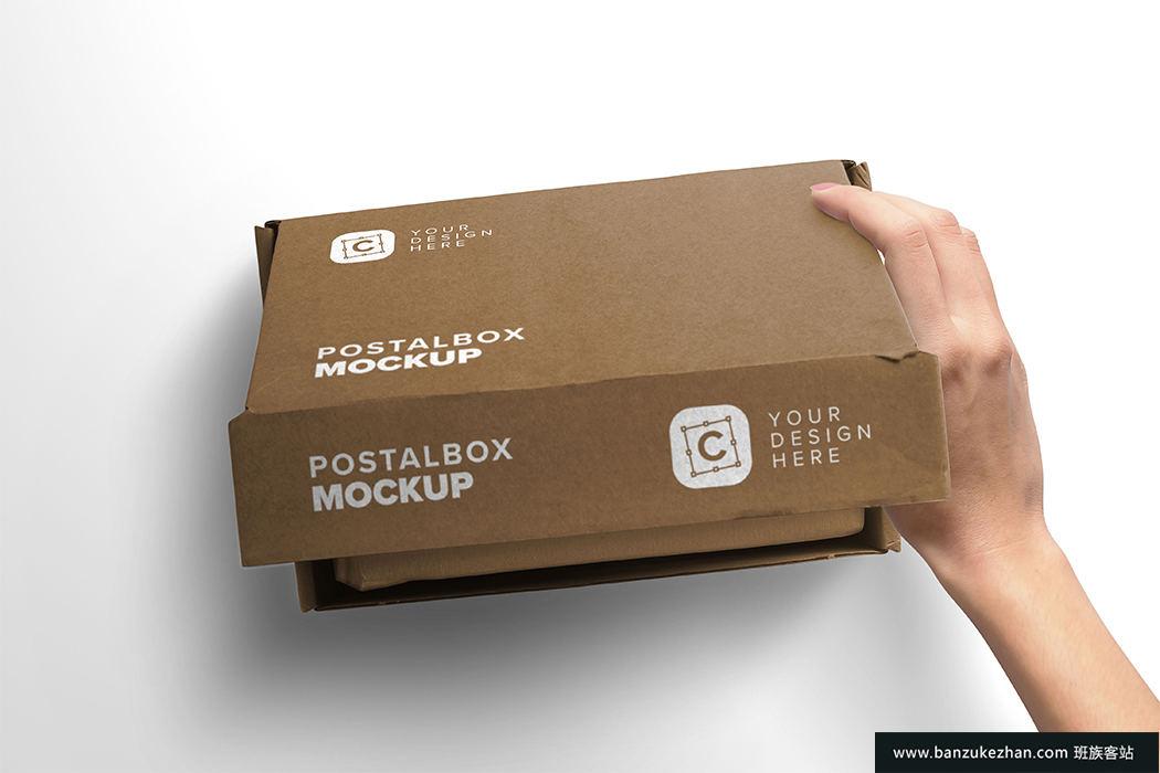 女人手打开包装盒模型-Woman_hand_opening_postal_box_mockup
